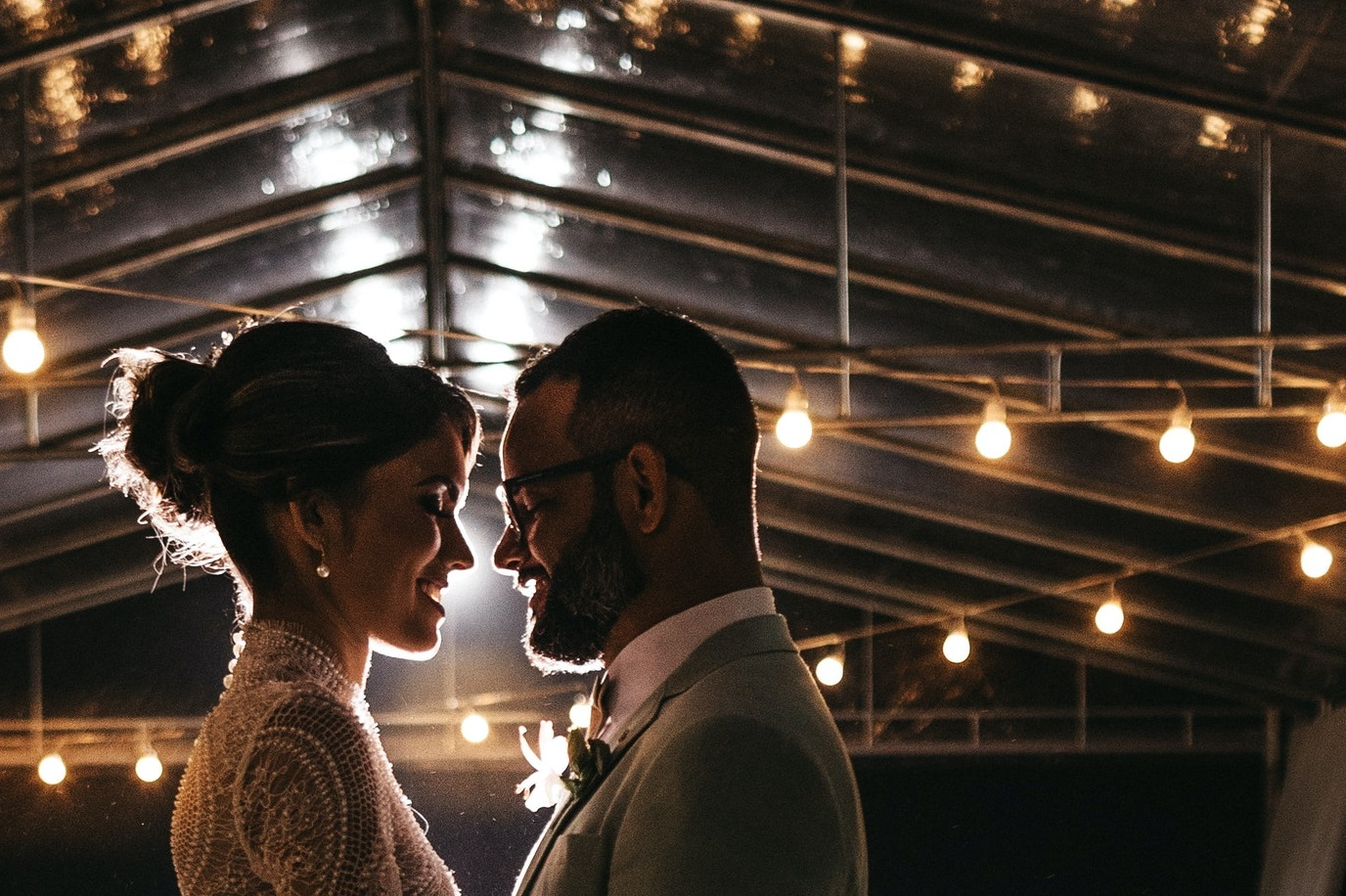 How To Get Fantastic Wedding Lights On A Budget
